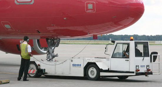 towbar pushback tractor tires towbarless pushback tractor tires Baggage and Cargo Handling Passenger Transport Runway
